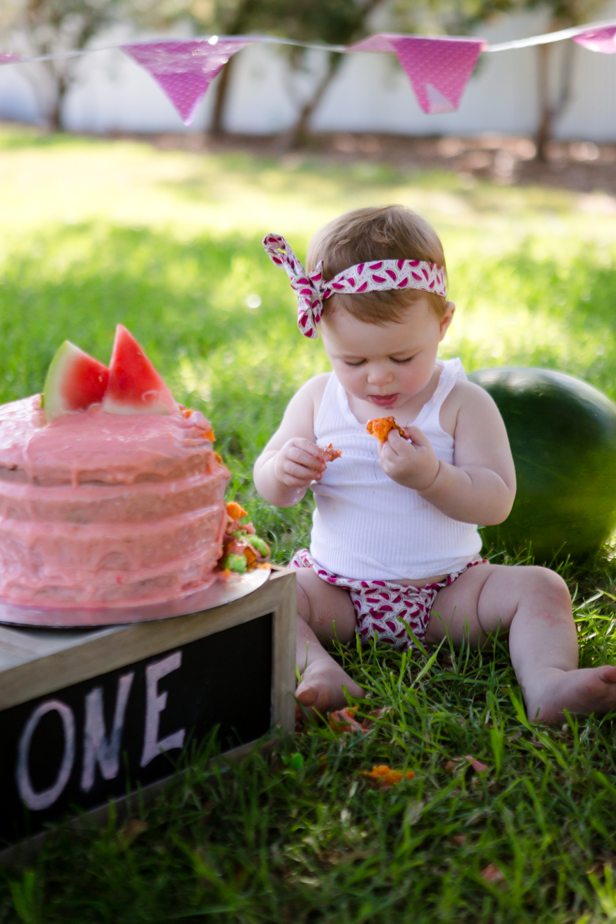 Livs1stBirthday_cakesmash_oneyearold_cake_baby_photography_babyphotos_one-11