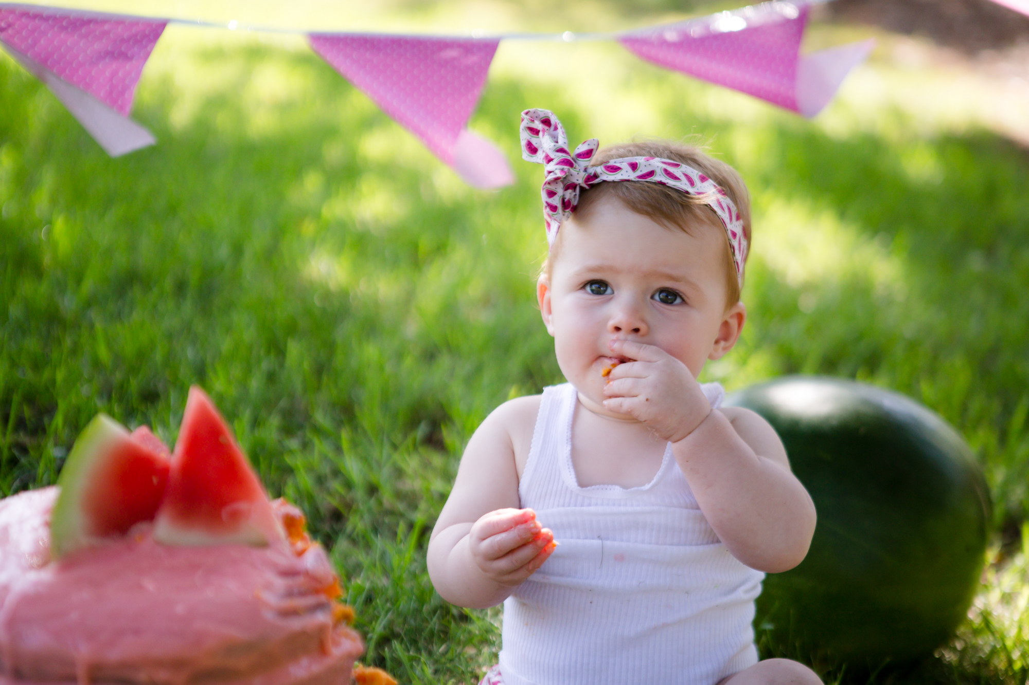 Livs1stBirthday_cakesmash_oneyearold_cake_baby_photography_babyphotos_one-12