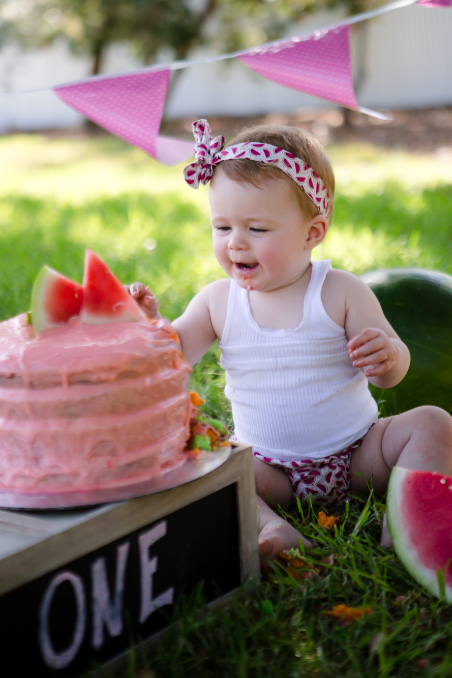 Livs1stBirthday_cakesmash_oneyearold_cake_baby_photography_babyphotos_one-14