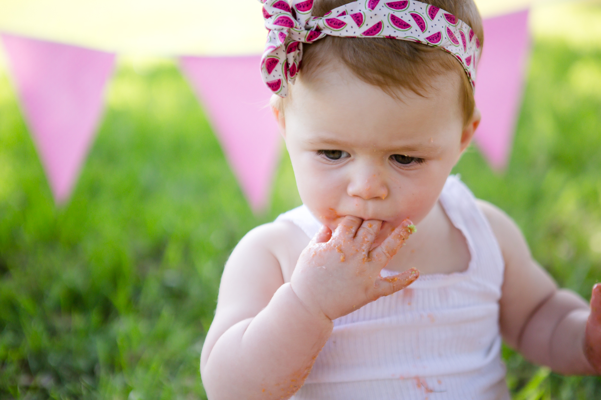 Livs1stBirthday_cakesmash_oneyearold_cake_baby_photography_babyphotos_one-18