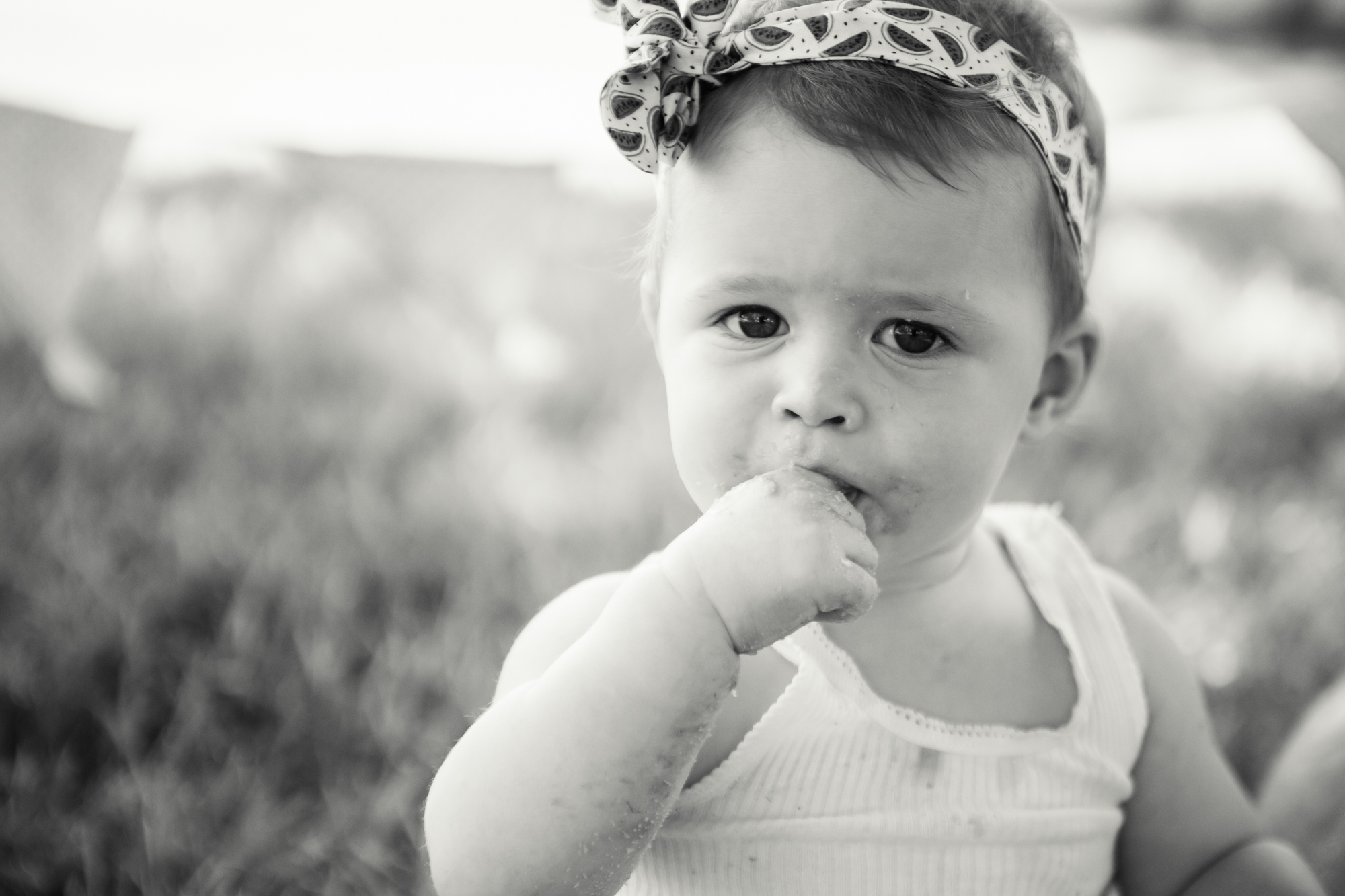 Livs1stBirthday_cakesmash_oneyearold_cake_baby_photography_babyphotos_one-19