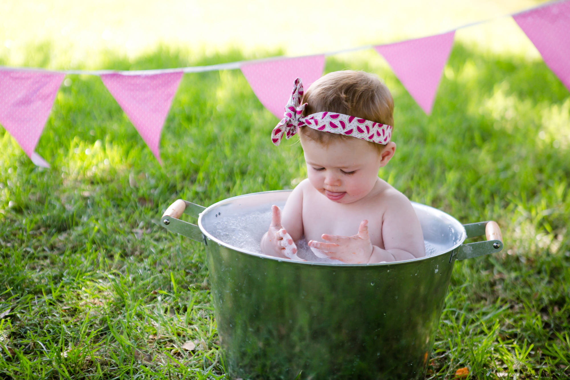 Livs1stBirthday_cakesmash_oneyearold_cake_baby_photography_babyphotos_one-22