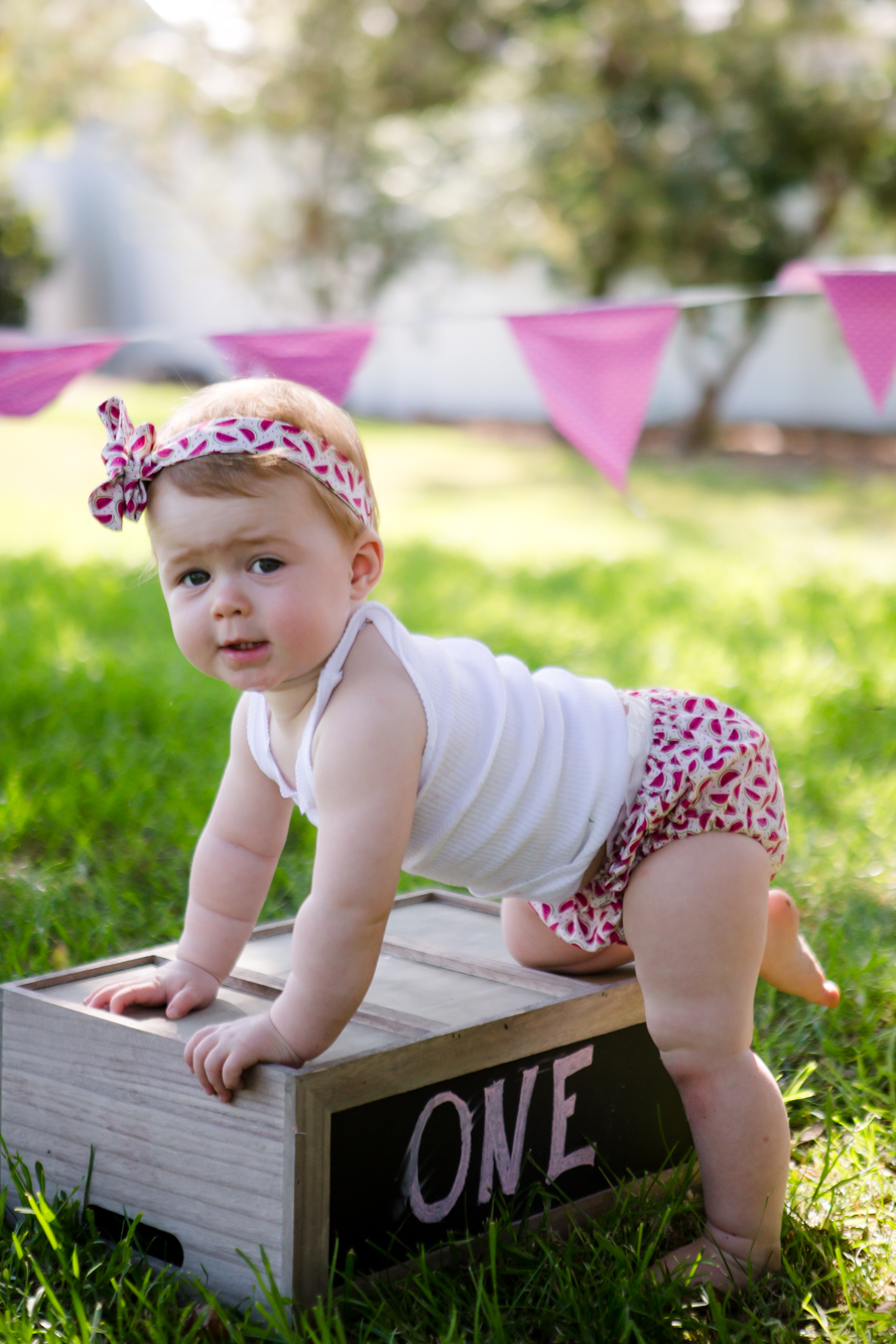 Livs1stBirthday_cakesmash_oneyearold_cake_baby_photography_babyphotos_one-4