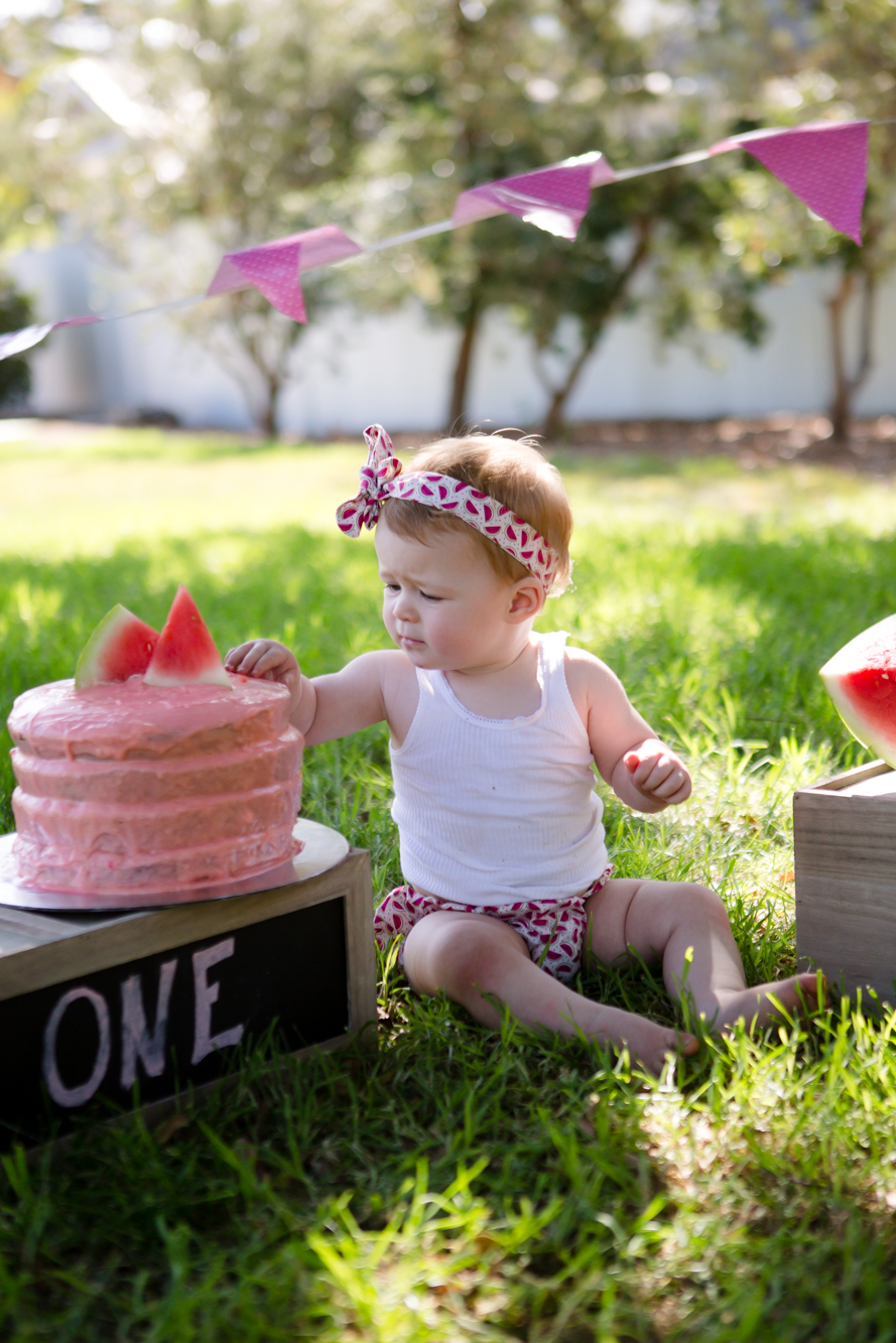 Livs1stBirthday_cakesmash_oneyearold_cake_baby_photography_babyphotos_one-7