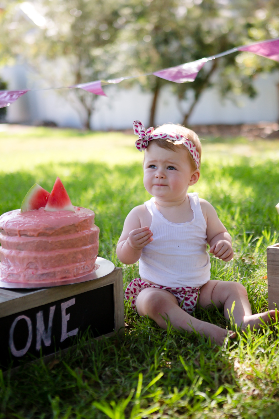Livs1stBirthday_cakesmash_oneyearold_cake_baby_photography_babyphotos_one-8