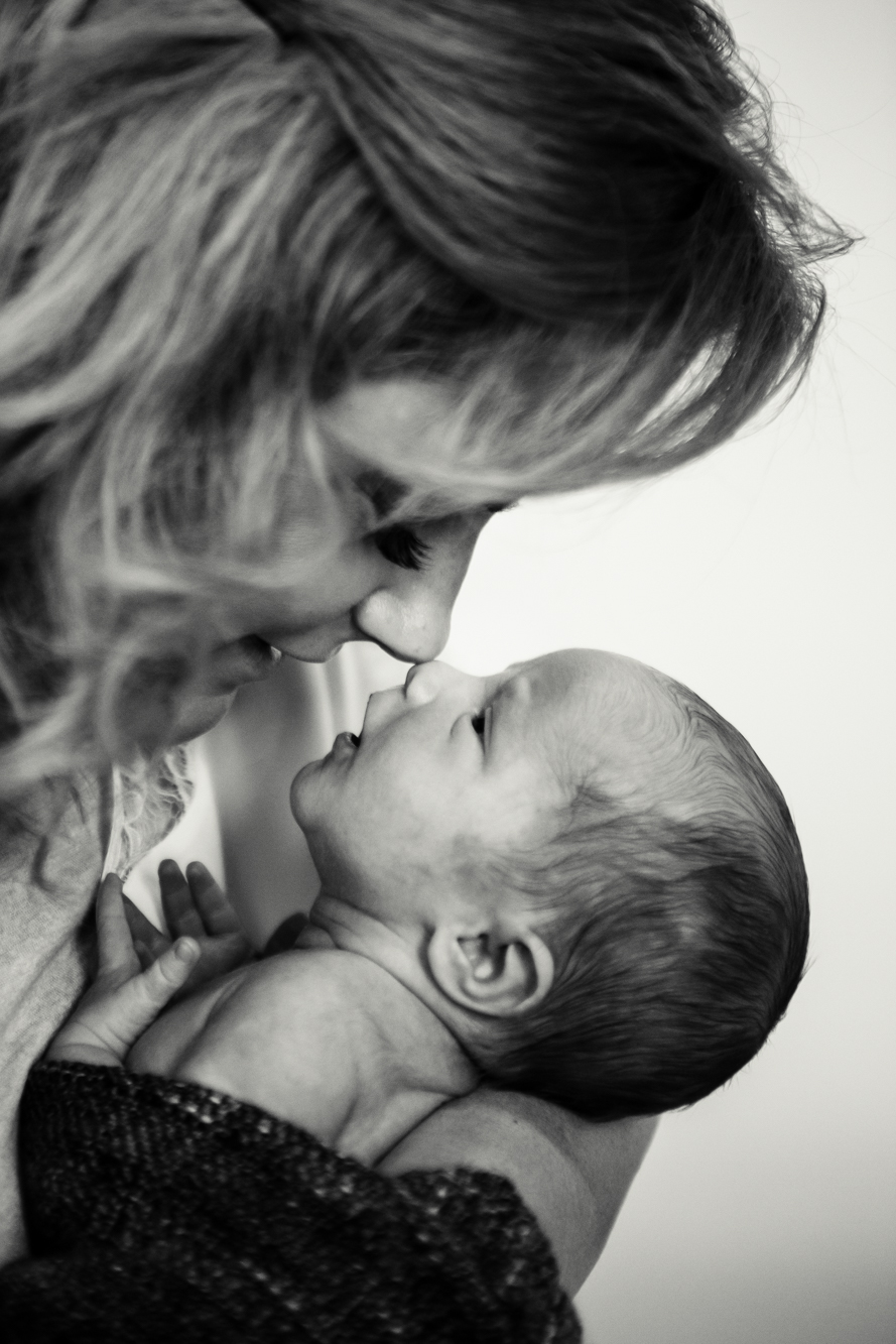 lloyd-family_newborn_photography_natural_lifestyle_in-house_adelaide_family_portrait_photographer-24
